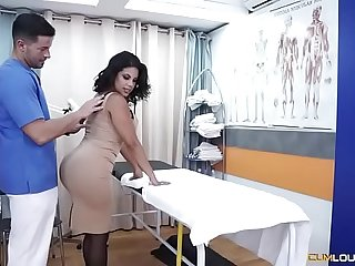 Buxom Latina bombshell massaged before sucking dick
