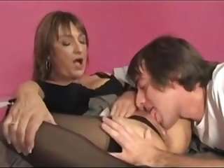 Triky youngster eats wet pussy of mature lady