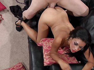 Smashing milf loves the sperm on her belly and breasts