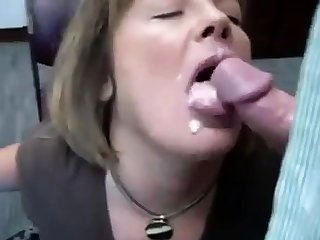 RUSSIAN AMATEUR SLUT OFFICE BLOWJOB