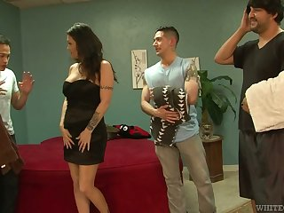 Slut Kianna Bradley serves three hot tempered dudes at the same time